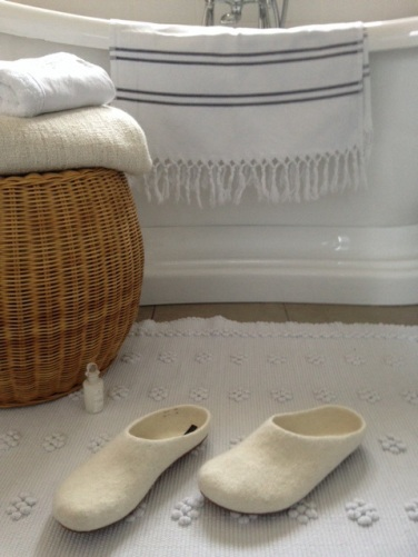 White Fire and Felt slippers - Bath mat - Botanicals blog - Charis White