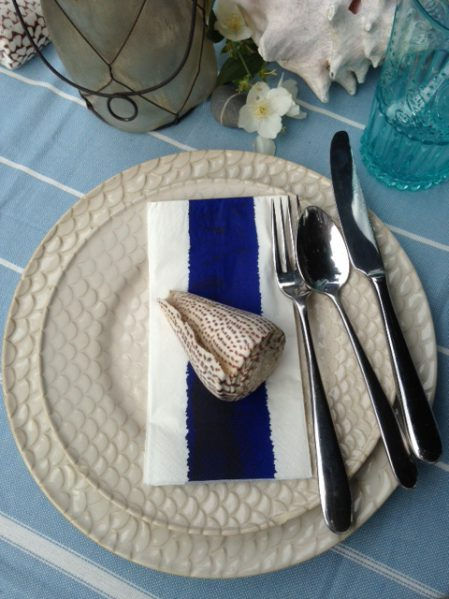 Outdoor table setting idea for Outdoor Entertaining blog by Charis White