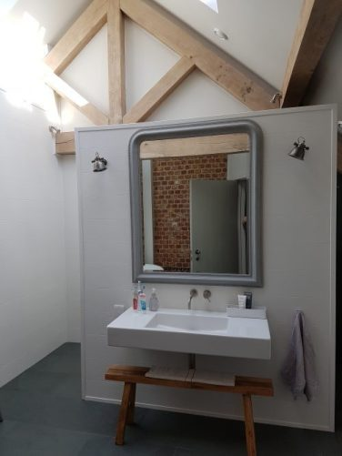 Basin with false wall: Vintage Barn Interiors: Tracy Head's house