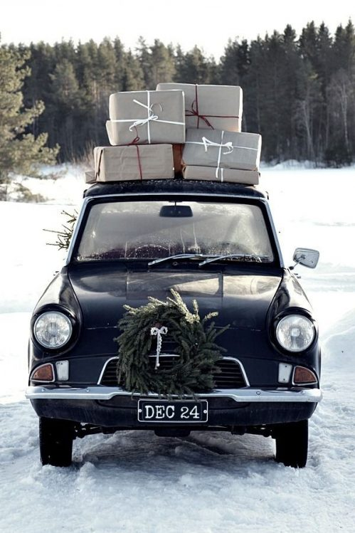 Black vintage car with presents on roof: courtesy of Hannele89 Blogspot.fi/Pinterest